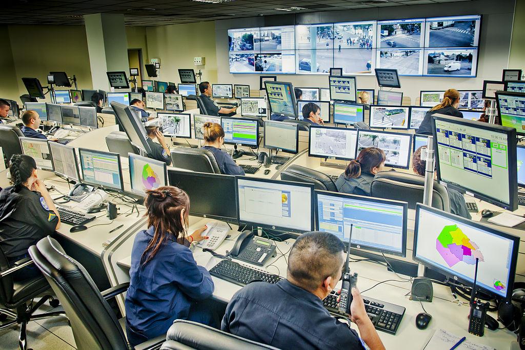 Centros de Comando, Control, Comunicaciones y Cómputo. Fuente: Wikimedia Commons